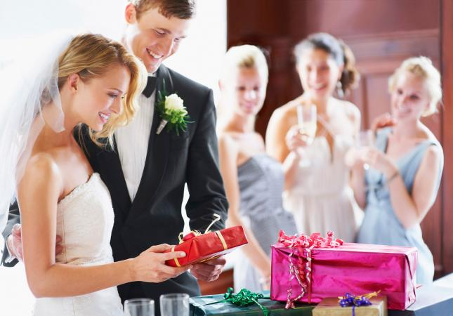 Perfect Gift for the Wedding Season-Wedding Gift Ideas for couples